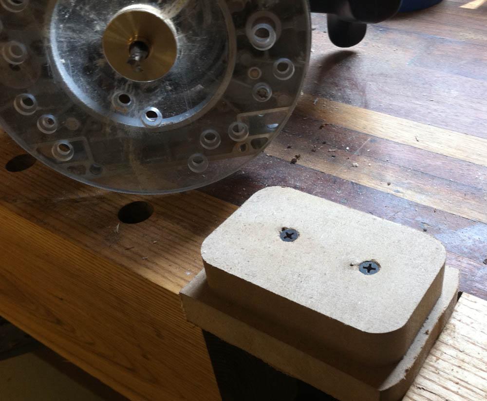 DIY wooden iPhone Dock | Digital Woodworker